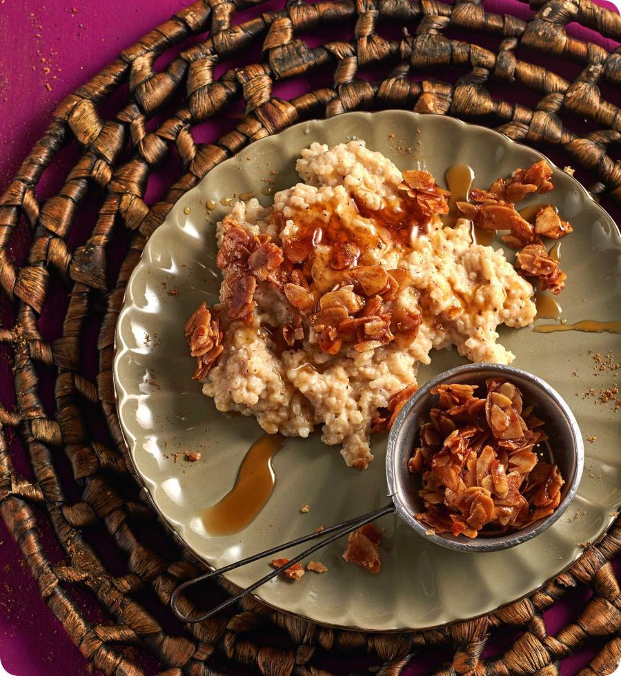 """Zwei ayurvedische Frühstücksrezepte: """"Reisbrei mit Mandelkrokant ..."""